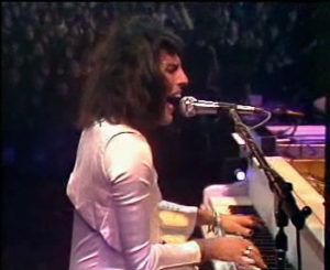 freddie mercury 1975_white_piano